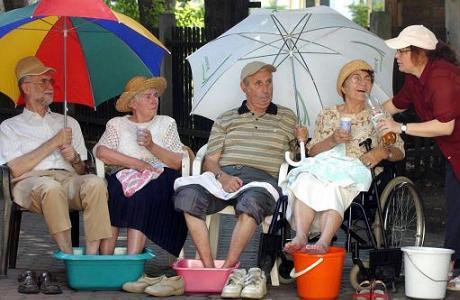 Calor. Consejos para los asistentes de ancianos para salvarlos
