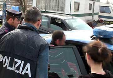 2 ecuadoriani e un italiano rubano un taxi a Genova, i delinquenti arrestati